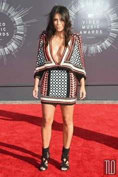 Kim Kardashian at the 2104 VMA's - click to find out what shoes she's wearing!