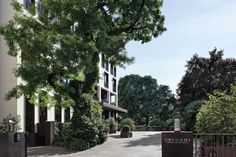 Bulgari Hotel Milano Milano Bulgari Hotels and Resorts is probably the most refined and exclusive establishment in Milan, a boutique property adjacent to the most important shopping street and 900 metres from Expo 2015 Gate. Bulgari Hotel Milan, Bvlgari Hotel, Milan Hotel, Paris Hotels, Hotels And Resorts, Best Hotels, Luxury Hotels, Hotel Milano, Milan City