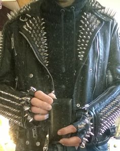 Spiked leather jacket and fingerless gloves Spiked Leather Jacket, Punk Boy, Gothabilly, Punk Fashion, Fingerless Gloves, Metal, Kilts, Spikes, Leather Jackets