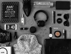 (Photo via: Fashion Photography Art, Flat Lay Photography, Still Life Photography, Fitness Backgrounds, Flatlay Styling, Photo Layouts, Stylish Girl Pic, Pink Summer, Black Wallpaper