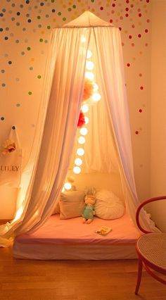 Drei schöne und günstige DIY Kinderzimmer Ideen: Bunte Wandgestaltung im Ko… Three Beautiful and Cheap DIY Nursery Ideas: Colorful Wall Decor in Confetti Look, Kallax Shelf Greased with Furniture Foil, DIY Wardrobe Girl Room, Girls Bedroom, Bedroom Decor, Baby Room, Bedroom Ideas, Kallax Regal, Diy Wardrobe, Wall Colors, Wall Design