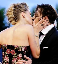 Amber Heard & Johnny Depp kiss at 'The Danish Girl' premiere during The 72nd Venice Film Festival