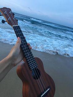 #ukulele #beach #vacation Ukulele Art, Ukulele Chords, Music Guitar, Cute Beach Pictures, Vintage Pictures, Ukulele Tumblr, Ukulele Pictures, Ukulele Sizes, Home Studio Music