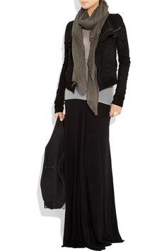 I have a Black maxi it is my go to but I love the scarf and could wear with the . - Long skirt outfits for fall - Mode Outfits, Fall Outfits, Casual Outfits, Fashion Outfits, Womens Fashion, Black Skirt Outfits, Maxi Skirt Outfits, Maxi Skirts, Jean Skirts