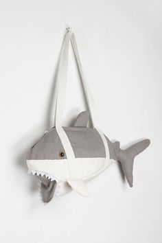 DIY shark duffle bag for kids. and anyone who loves sharks Sewing Tutorials, Sewing Crafts, Sewing Projects, Sewing Patterns, Sewing For Kids, Diy For Kids, Kids Bags, Purses And Bags, Kids Fashion