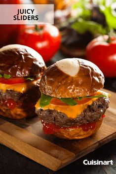 Looking for a tasty New Year's Eve appetizer? These hamburger sliders are perfect for a crowd! Looking for a tasty New Year's Eve appetizer? These hamburger sliders are perfect for a crowd! Hamburger Sliders, New Year's Eve Appetizers, Creole Recipes, Quick Recipes, Original Recipe, Clean Eating Snacks, Italian Recipes, Easy Meals, Tasty