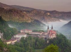 Basílica de Santa Maria la Real de Covadonga, Principado de Asturias. Scott Wilson
