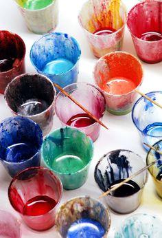 Zum Einfärben von Giessharz benutze ich sehr gerne Pulverpigmente aus dem Künstlerbereich. Damit lassen sich herrlich farbintensive Giesslinge herstellen. Ein Nachteil ist, dass die wenigsten Pigmente transparent erhältlich sind. Ein zweiter, dass einige...