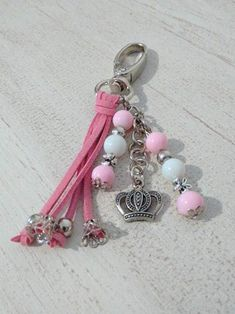 Bautismo Comunión Llaveros Souvenir Excelente Calidad X 20 - $ 1.501,00 en Mercado Libre Diy Jewelry, Handmade Jewelry, Jewelry Making, Diy Keychain, Key Rings, Communion, Leather Craft, Creations, Beautiful Pictures
