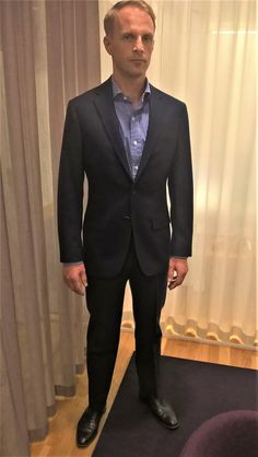 And we have another winner! Mikael from Time Advokatbyrå has exchanged his trust in LGFG to make him a bespoke suit and won a great feeling of receiving this awesome new navy suit from our Paris line. Looking good.