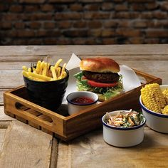 Churchill Buffetscape Wooden Presentation Crate/Riser with Churchill Retro Blue Bistro Food, Pub Food, Cafe Food, Hot Dog Recipes, Gourmet Recipes, Cooking Recipes, Gourmet Foods, Burger Menu, Burger Restaurant