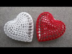Knitted Heart Pattern, Crochet Patterns, Crochet Crafts, Crochet Lace, Heart Patterns, Valentine Crafts, Christmas Tree Ornaments, Crochet Earrings, Baby Shoes