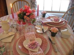 So pretty. Lovely Valentines Day tablescape.