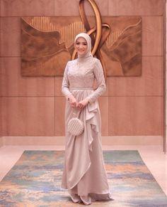 Dress Brukat, Hijab Style Dress, Modest Fashion Hijab, Muslim Fashion, Dress Outfits, Fashion Outfits, Hijab Dress Party, Dress Muslim Modern, Dress Brokat Modern