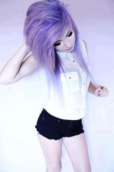 nice Love her hair and the outfit❤ scene hair emo hairstyle. Lavender Hair, Lilac Hair, Violet Hair, Gray Hair, Scene Girls, Pelo Emo, Pelo Multicolor, Suicide Girls, Emo Scene Hair