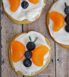 Butterfly Fruit Cookies is part of pizza - Create cute butterfly cookies using blueberries and mandarin oranges They're easy to do and taste great! Fruit Pizza Cookie Recipe, Fruit Cookies, Cookie Pizza, Sugar Cookies Recipe, Cookie Recipes, Food Art For Kids, Cooking With Kids, Easy Food Art, Fruit Art Kids