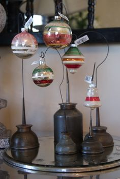 vintage oil cans used as ornament display Antique Christmas, Christmas Past, Vintage Christmas Ornaments, Primitive Christmas, Country Christmas, Christmas Projects, Glass Ornaments, Winter Christmas, Christmas Decorations