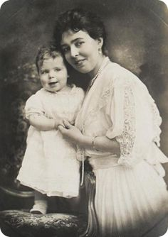 """His Royal Highness Prince Carl Johan Arthur of Sweden with his mother Crown Princess Margareta, circa 1917. The Prince was son of King Gustav VI, King of Sweden. Count Carl John lost his title when he married a """"commoner"""" in 1946 but was given his new title by the Grand Duchess of Luxembourg. Count Carl Johan was Queen Victoria's last living great-grandchild and her second longest-lived descendant. He died at the age of 95. (Image courtesy of sofiasvanholm.com) http://dailyob.it/CountCarl"""