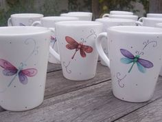 Imagen relacionada Painted Clay Pots, Hand Painted Mugs, Painted Cups, Pottery Painting, Ceramic Painting, Diy Mug Designs, Alcohol Ink Crafts, Paint Your Own Pottery, Diy Mugs