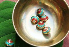 Een persoonlijke favoriet uit mijn Etsy shop https://www.etsy.com/nl/listing/480144351/10-piece-nepalese-beads