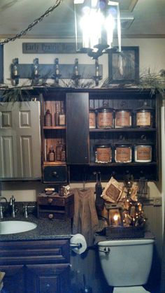 This is seriously the cutest bathroom I have seen. Primitive Country Bathrooms, Primitive Homes, Country Primitive, Primitive Decor, Country Baths, Prim Decor, Primitive Laundry Rooms, Primitive Cabinets, Primitive Kitchen