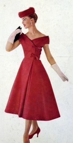 50's Fashion - I can't even! Perfect! Love everything about this, the dress is stunning, and the hat, gloves shoes and pretty little bag all compliment it perfectly <3 Why don't we all dress like this anymore? <3 <3