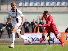#Cihan #Ucar rennt dem Ball hinterher.