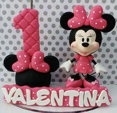 MINNIE Polymer Clay Christmas, Cute Polymer Clay, Polymer Clay Flowers, Polymer Clay Crafts, Minnie Mouse Birthday Theme, Minnie Mouse Cake, Bolo Mickey E Minnie, Cake Banner, Mini Mouse