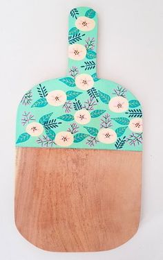 Tabla de picar - Fondo Mint Diy Wall Art, Diy Art, Wood Crafts, Diy And Crafts, Painted Flower Pots, Christmas Baskets, Diy Kitchen Decor, Posca, Wooden Art