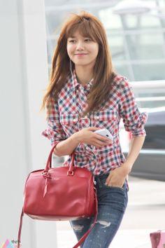 http://okpopgirls.rebzombie.com/wp-content/uploads/2013/05/SNSD-Sooyoung-airport-fashion-May-21-3.jpg