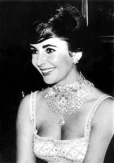 Elizabeth Taylor beautiful as always!