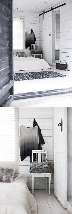 Muy sencillo...// bedroom// black and white interior// barn door