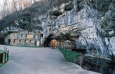 Ozarks (Arkansas)  Beckham Creek Cave Haven
