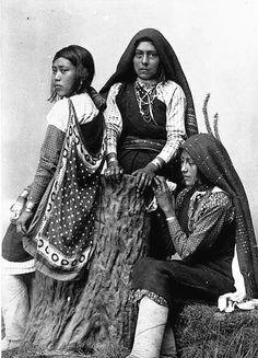 Isleta Girls - New Mexico - 1885