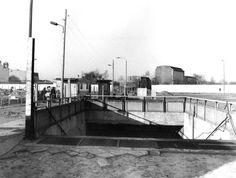 Eingang zum S-Bahnhof Potsdamer Platz im März 1990. Foto: Historische Sammlung der Deutschen Bahn AG / Weber