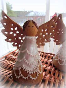 Mansikkamäki: Piparkakkutyöt: Patterns and Instructions Angel Cookies, Cake Cookies, Gingerbread Cookies, Gingerbread Houses, Cookie Decorating, Crackers, Christmas Ornaments, Holiday Decor, Desserts