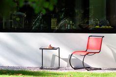 Programm Thonet All Seasons - THONET-Möbel - Stühle, Tische, Sessel und Sofas, Design-Klassiker aus Bugholz und Stahlrohr Ludwig Mies Van Der Rohe, Bauhaus, Outdoor Chairs, Outdoor Furniture, Outdoor Decor, Walter Gropius, Interior Design Inspiration, Sofas, Armchairs