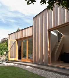 Image 8 of 29 from gallery of Timber Fin House / Neil Dusheiko Architects. Photograph by Neil Dusheiko Architects Wooden Cladding Exterior, Larch Cladding, Wooden Facade, House Cladding, Timber Architecture, Residential Architecture, Classical Architecture, Ancient Architecture, Sustainable Architecture