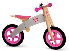 Een leuk houten loopfietsje, Starlet, met een afneembaar tasje, luchtbanden en verzetbaar zitje.     Geschikt voor kinderen tussen 3 en 6 jaar. De houten loopfiets is prima afgewerkt en heeft leuke frisse kleuren, perfect geschikt om te leren fietsen.