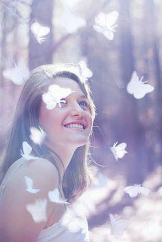 Bom dia!! Que a felicidade venha inteira! Colorida, encantada de amor e ternura. Que traga um tanto bom de doçura. De paz, carinhos, gargalhadas... Deixando as horas abençoadas, semeando sorrisos, de todas as maneiras. (Claudia Salles) Pin adiciona
