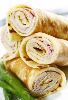 Si estas aburrido del sandwich, esta receta es para ti! Las crepas van enrolladas con una capa de queso crema, jamón y queso. Puedes usar tu imaginación y agregarle los ingredientes que gustes.