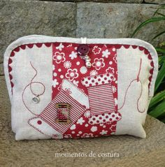 Moments of Sewing: Sewing Organizer Patchwork Quilt, Patchwork Bags, Quilted Bag, Applique Quilts, Diy Bags No Sew, Sewing Crafts, Sewing Projects, Sewing Case, Wallet Pattern