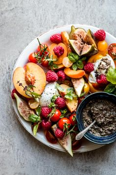 This summer fruit caprese salad is healthy, easy, simple & full of fresh produce. Cherry tomato, peach, raspberry, figs and more stone fruit turn it into the best with buffalo mozzarella or burrata.