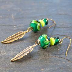Boucles d'oreille vertes en verre filé motif Paon