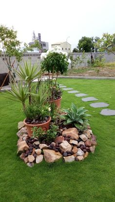52 Fresh Front Yard and Backyard Landscaping Ideas for 2019 Small Garden Design Ideas Low Maintenance Rock Garden Design, Yard Design, Diy Design, Modern Design, House Design, Cheap Landscaping Ideas, Front Yard Landscaping, Mulch Landscaping, Landscaping Design