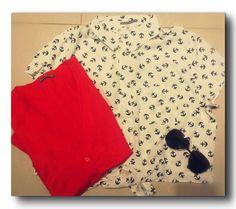 Suéter rojo y camisa Marinera