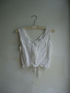 1970s does Edwardian / White Cotton Embroidered Lace Chemise / Crop Top/XS