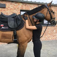 The most important role of equestrian clothing is for security Although horses can be trained they can be unforeseeable when provoked. Riders are susceptible while riding and handling horses, espec… Equestrian Outfits, Equestrian Style, Equestrian Fashion, Horse Photography, Horse Care, Zebras, Horseback Riding, Dressage, Beautiful Horses