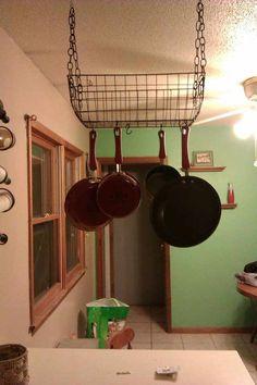 60 New Ideas kitchen organization hanging wire baskets Pan Hanger, Kitchen Arrangement, Hanging Racks, Kitchen Decor, Tidy Kitchen, Pot Hanger, Kitchen Organization, Hanging Wire Basket, Pot Rack Hanging