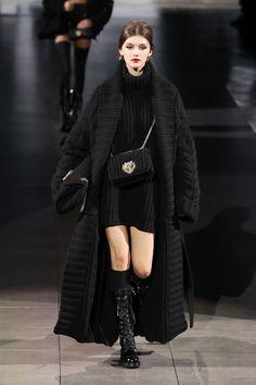 Dark Fashion, Fashion 2020, Runway Fashion, High Fashion, Autumn Fashion, Fashion Outfits, Fashion Trends, Fashion News, Classy Outfits